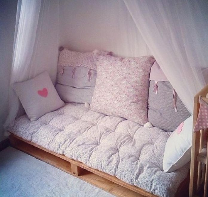 10 merveilleuses id es pour am nager un coin de lecture dans la chambre de vos enfants. Black Bedroom Furniture Sets. Home Design Ideas