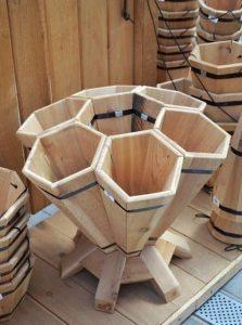 13 meubles fabriquer avec du bois de palettes ou des - Fabriquer une jardiniere en bois de palette ...